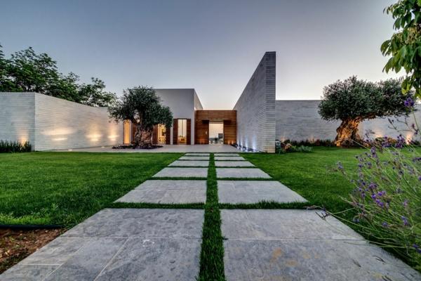 villa-contemporaine-allée-en-dalles-de-béton