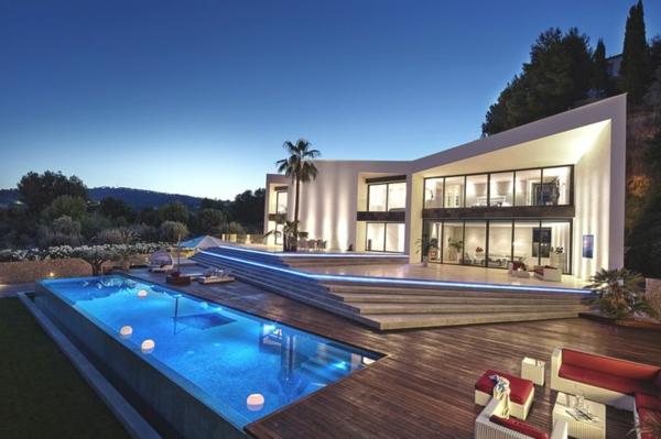 villa-contemporaine-design-asymétrique