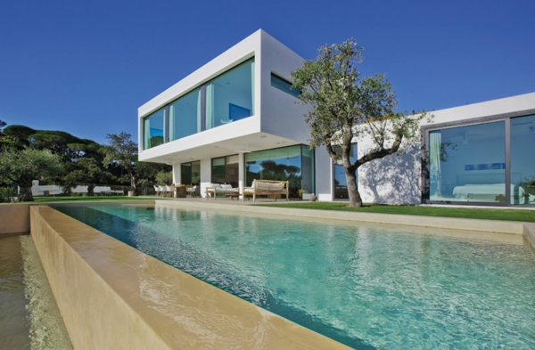 villa-contemporaine-espaces-modernes-spectaculaires