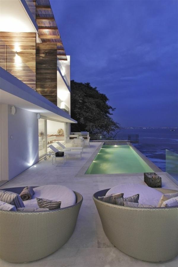 villa-contemporaine-extérieur-blanc-et-vue-magnifique