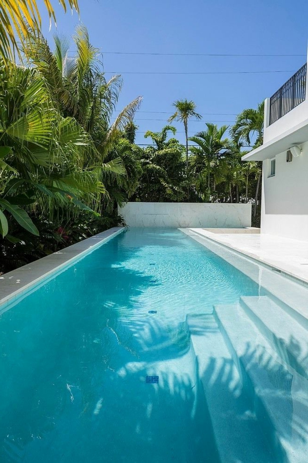 villa-contemporaine-jardin-splendide-et-grande-piscine