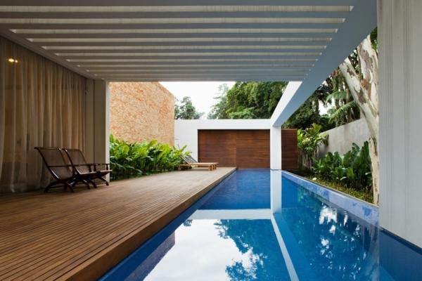 villa-contemporaine-piscine-et-pergola-blanche