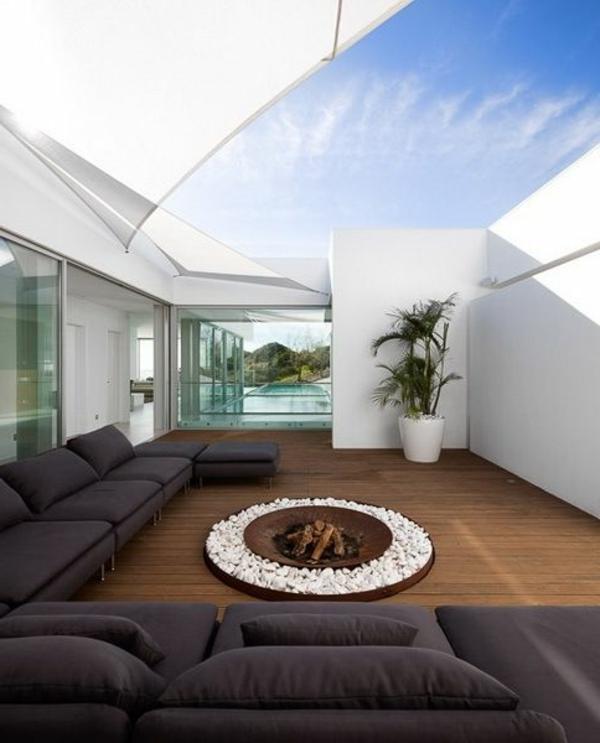 villa-contemporaine-une-cour-au-sein-de-la-maison