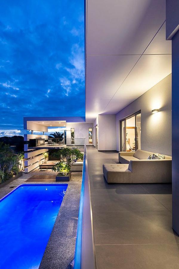 villa-contemporaine-une-grande-résidence-en-blanc