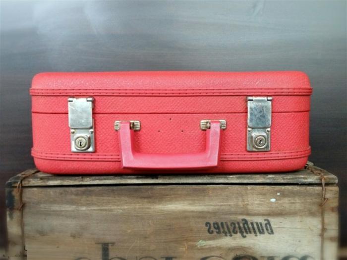 vintage-valise-rose-table