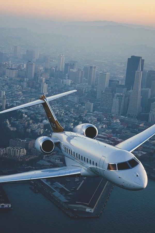 vol-dans-les-nuages-avion-privé