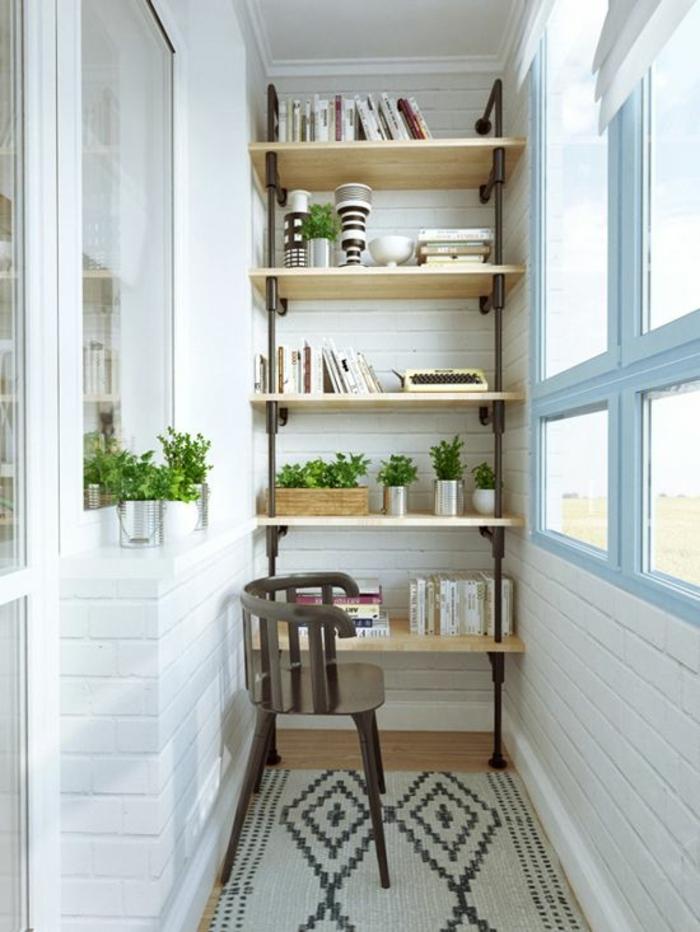 étagère-en-bois-murale-pour-la-terrasse-tapis-beige-chaise-en-bois-mur-de-briques-blancs