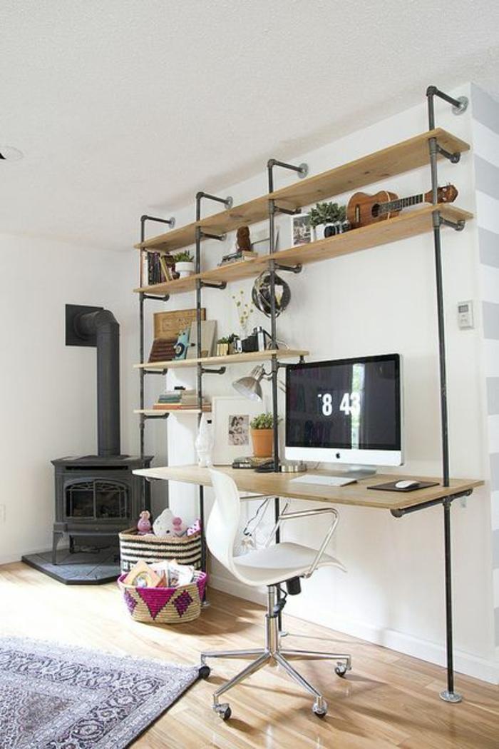 étagère-murale-bois-petite-etagere-murale-en-bois-fer-cheminée-noire-sol-parquet-tapis