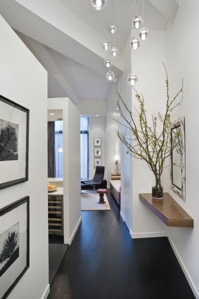 étagère-murale-en-bois-sol-en-lin-noir-salon-vaste-tapis-beige-peintures-blanc-noir