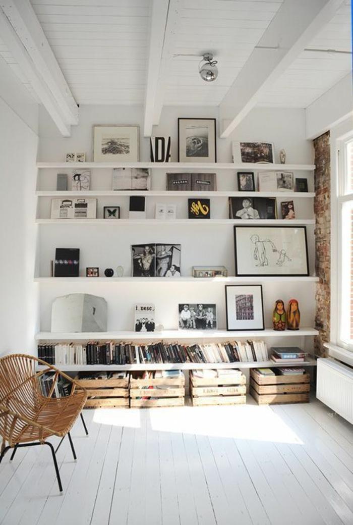 étagère-murale-petite-etagere-murale-ikea-en-bois-blanc-salon-mur-avec-photos-sol-en-bois