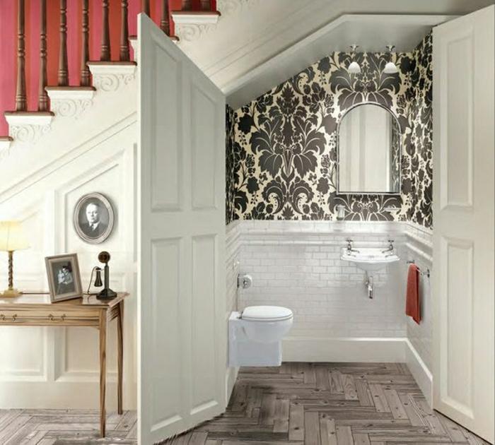 0-salle-de-bain-meubles-sous-escalier-aménagement-sous-escalier-en-bois-blanc