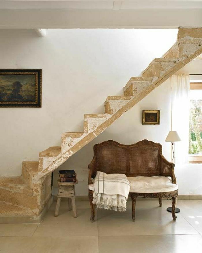 1-aménagement-sous-escalier-canapé-sous-escalier-rangement-escalier
