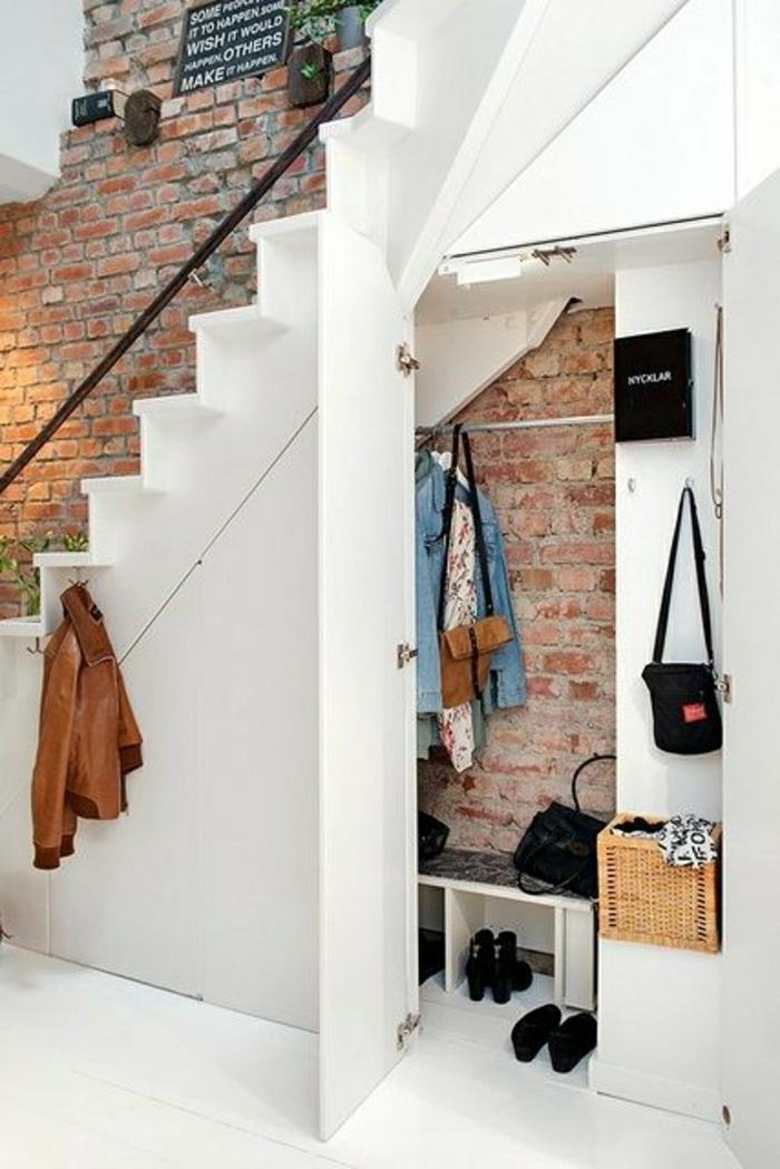 1-aménagement-sous-escalier-placard-sous-escalier-dressing-sous-escalier-mur-de-briques