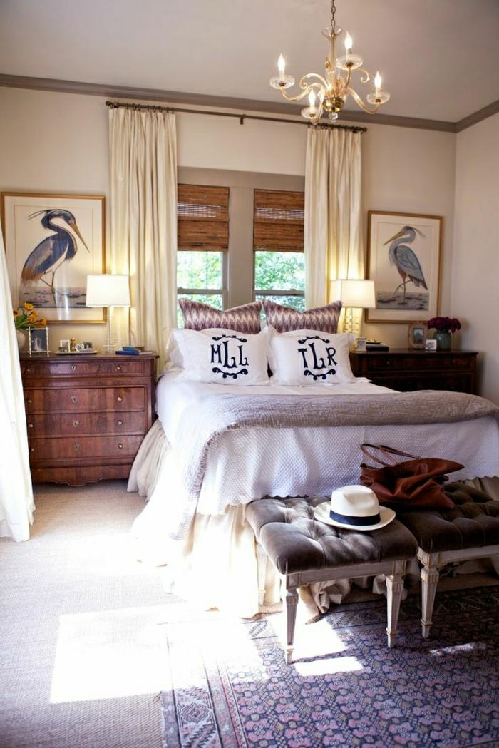 1-chambre-a-coucher-beige-tapis-de-chambre-descente-de-lit-beige-décoration-murale-peintures