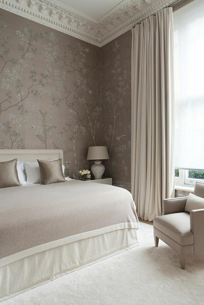 1-chambre-a-coucher-couleur-taupe-coussins-taupes-linge-de-lit-mur-taupe-aménagement-chambre-a-cocuher