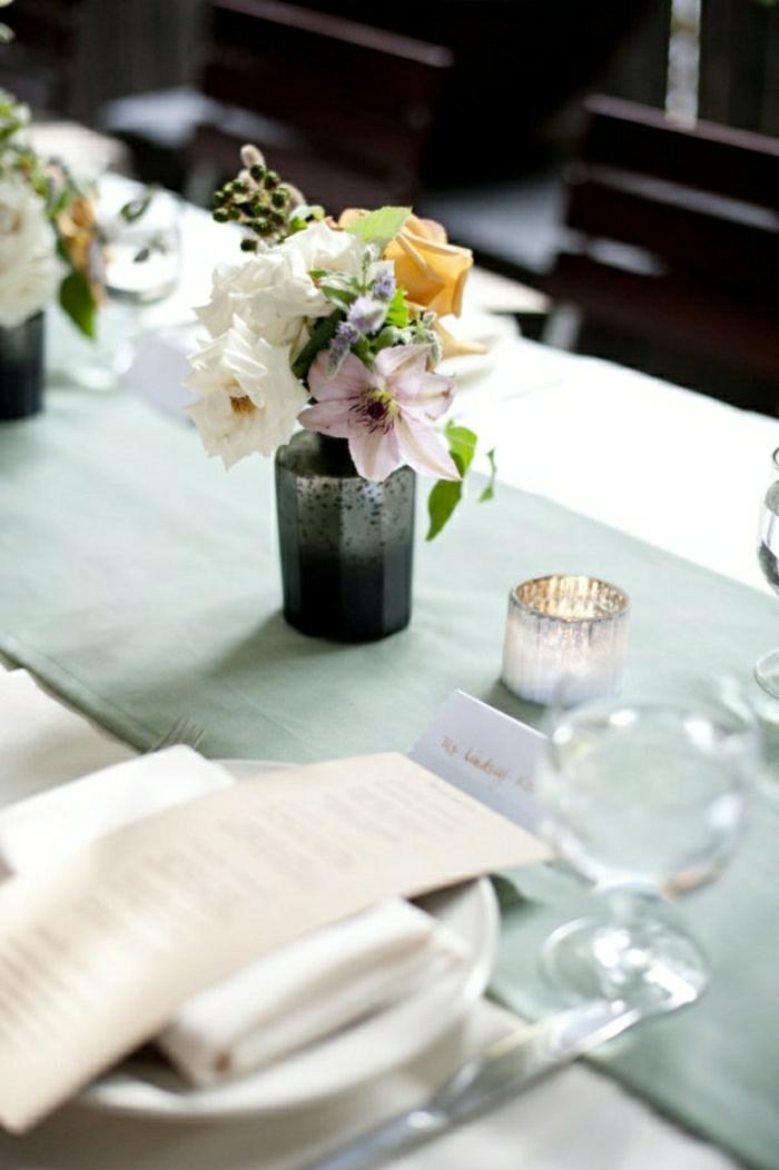 1-chemin-de-table-centre-de-table-vert-bleu-fleurs-sur-la-table-set-élégant