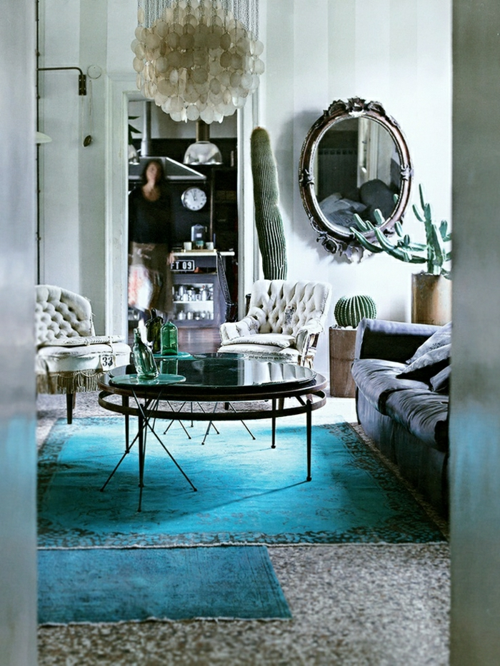 1-couleur-cobalt-tapis-bleu-turqoise-lustre-blanc-table-noire-table-de-salon-basse