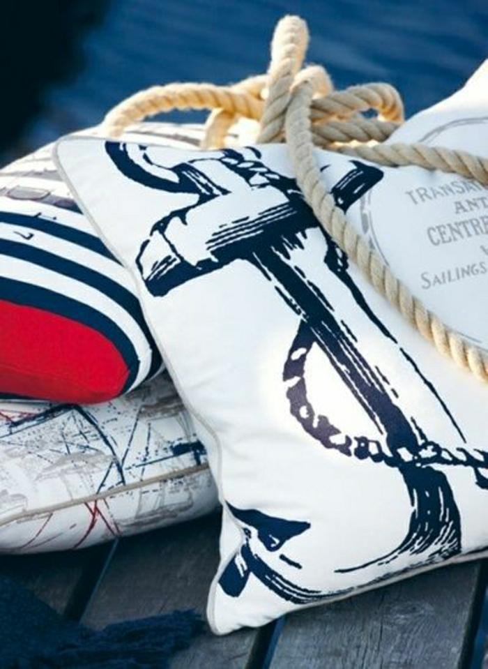 1-coussins-décoratifs-bleus-blancs-deco-marine-deco-mer-style-marin-les-plus-jolis-coussins-décoratifs