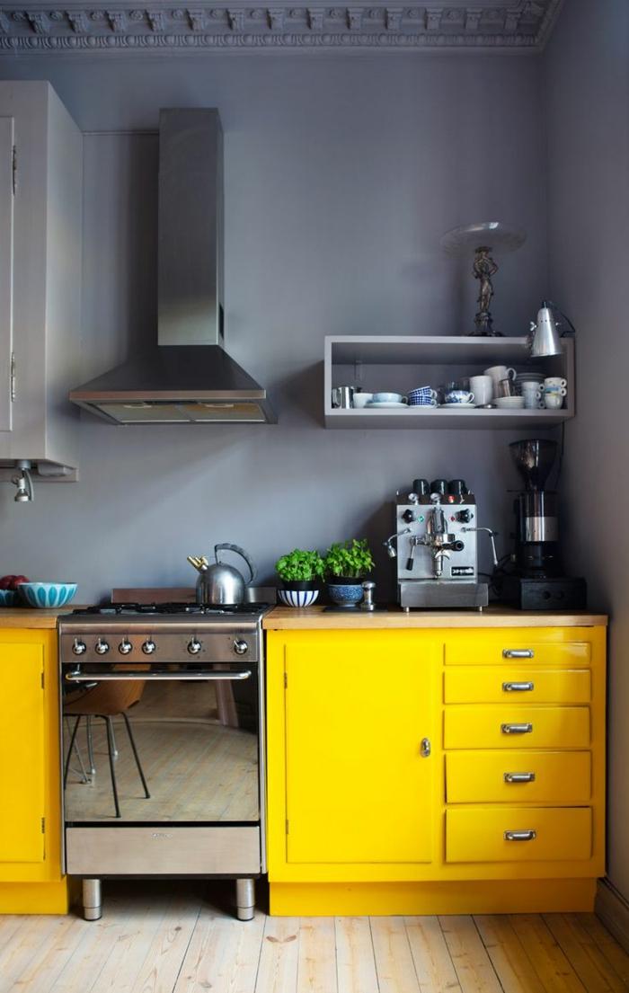 1-cuisine-grise-jaune-mur-gris-meubles-jaunes-en-bois-cuisice-cdiscount-idée-couleur-cuisine