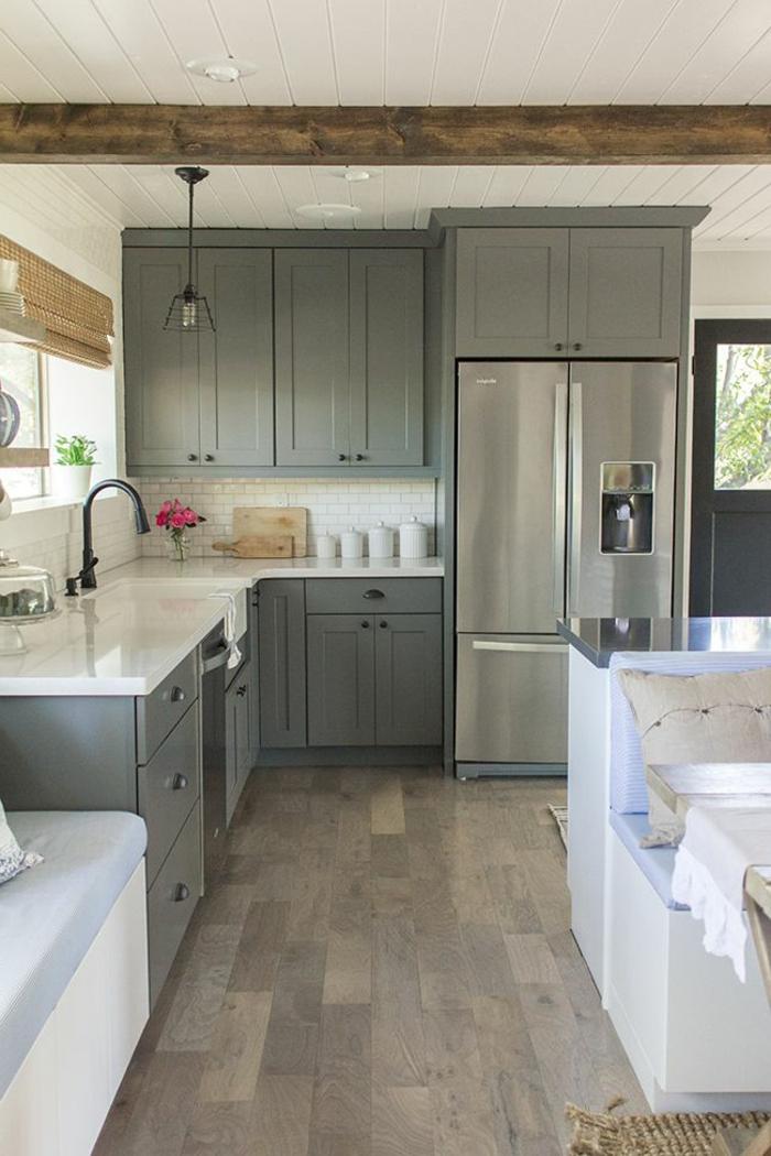 1-cuisine-grise-mur-blanc-meubles-en-bois-cuisice-cdiscount-idée-couleur-cuisine-grise