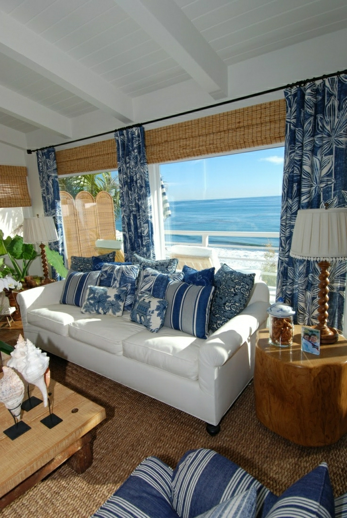 1-décoration-marine-idée-originale-de-style-marin-meuble-marine-canapé-blanc-bleu-belle-vue