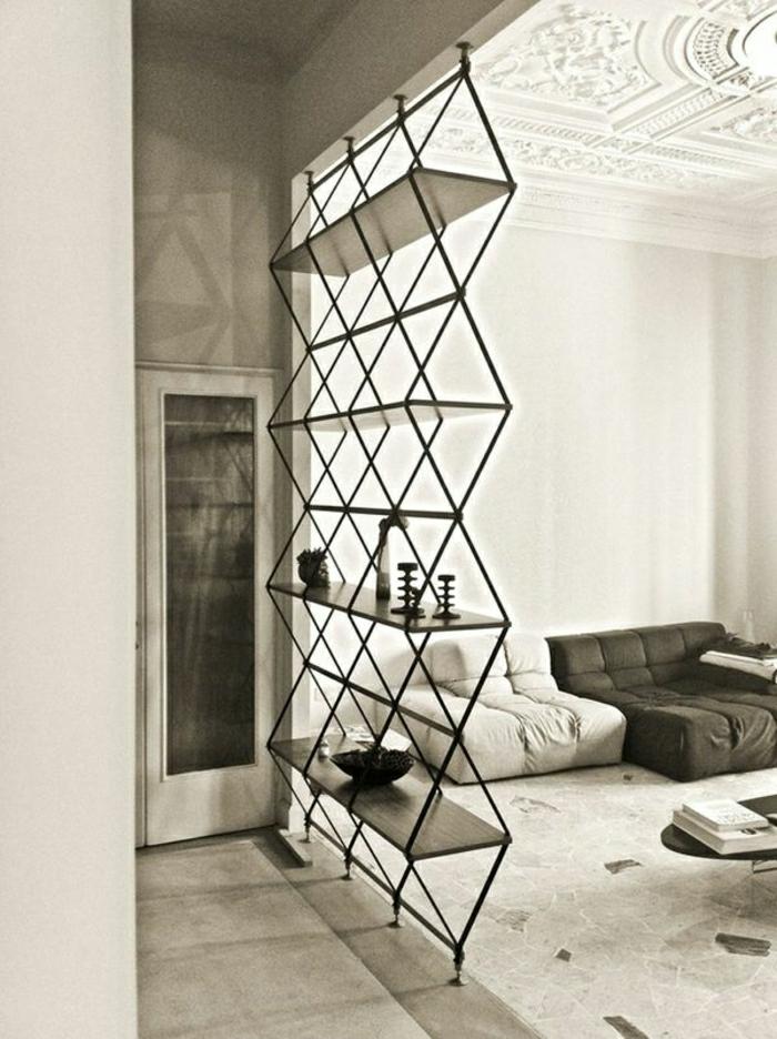 1-etagere-en-fer-forgé-noir-tapis-moquette-gris-déco-gris-salle-de-séjour-salon