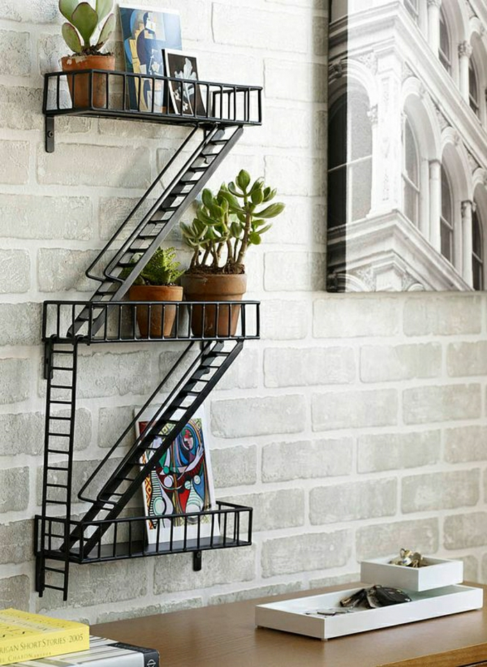 Superbe Etagere D Angle Fer Forge #4: 1-insolite-étagère-pour-le-mur-de-briques-blancs-en-fer-forgé-bureau-de-travail-en-bois.jpg