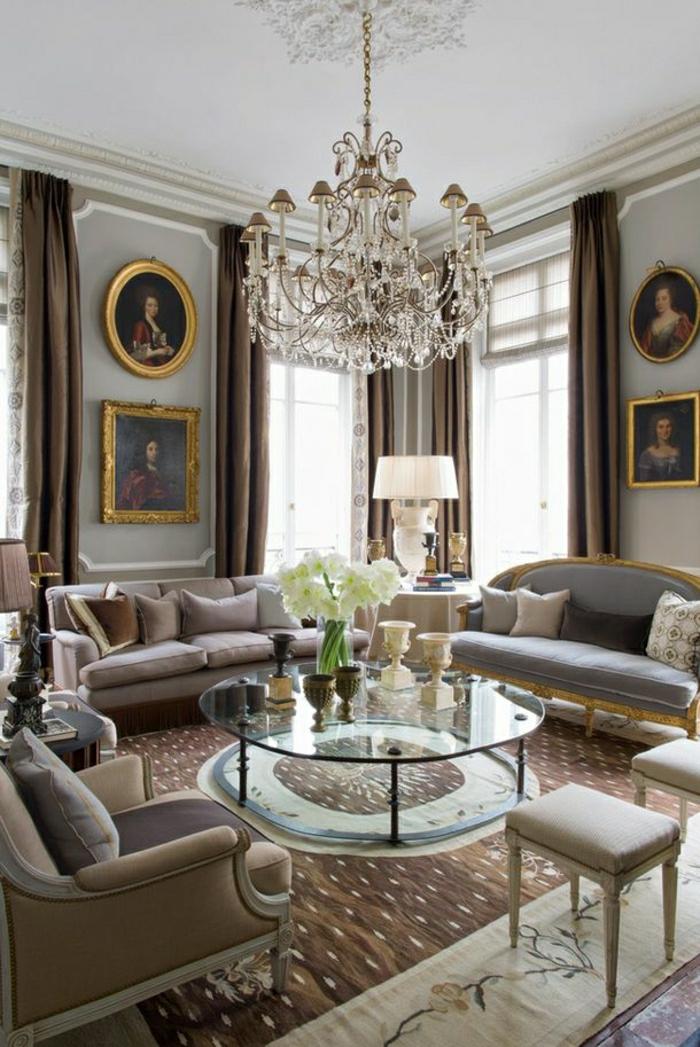 1-intérieur-couleur-taupe-lustre-baroque-aménagement-de-luxe-noblesse-table-basse-en-verre
