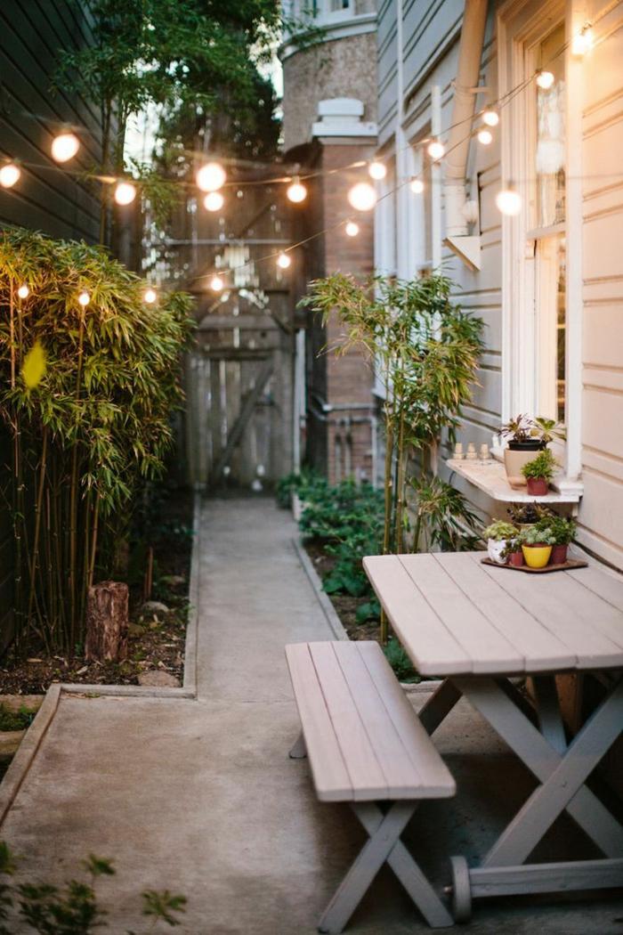1-jardin-de-style-rustiques-maison-en-bois-table-pique-nique-en-bois-gris