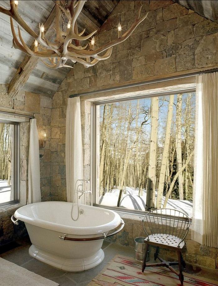 Fenetre Salle De Bain Bois : de bain rétro, lustre insolite en bois, fenetre grande, salle de bain …