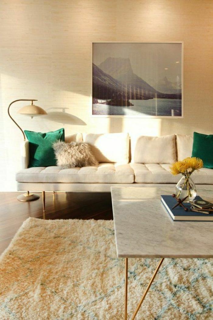 1-la-plus-belle-table-en-marbre-blanc-tapis-beige-chambre-pleine-de-lumière-lampe-de-lecture
