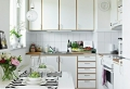 La table haute de cuisine, est-ce qu'elle est confortable pour la salle à manger?