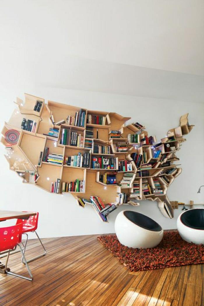 1-la-plus-insolite-etagere-murale-en-bois-design-insolite-livres-chaise-oeuf-blanche