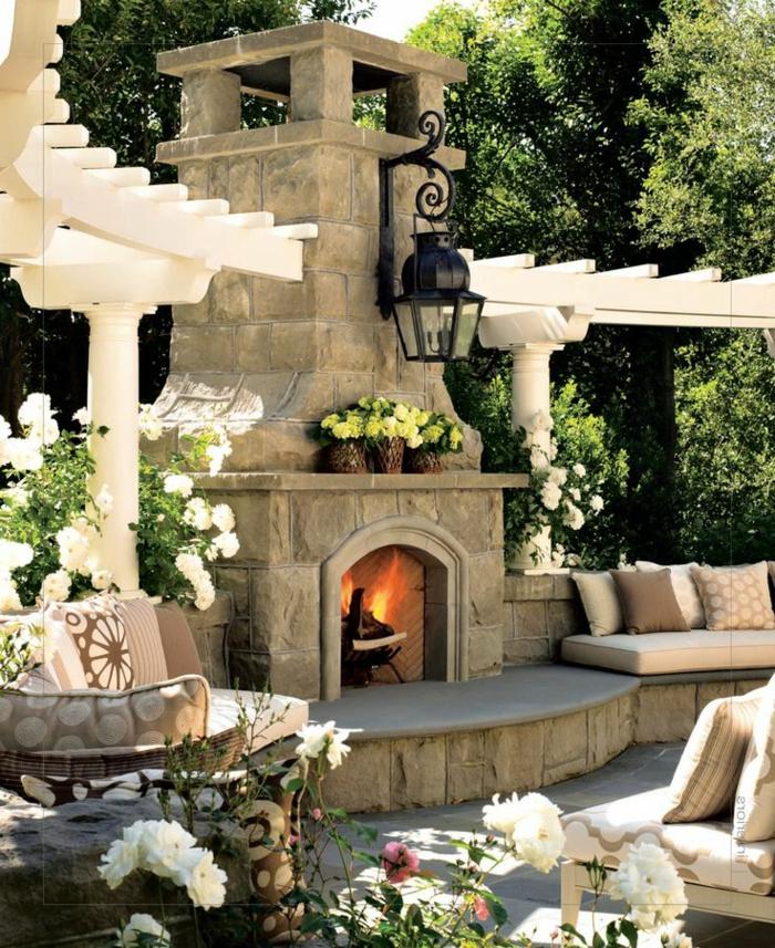 1-lampe-pour-votre-cour-moderne-cour-avec-lampodaires-extérieurs-cheminée-extérieur