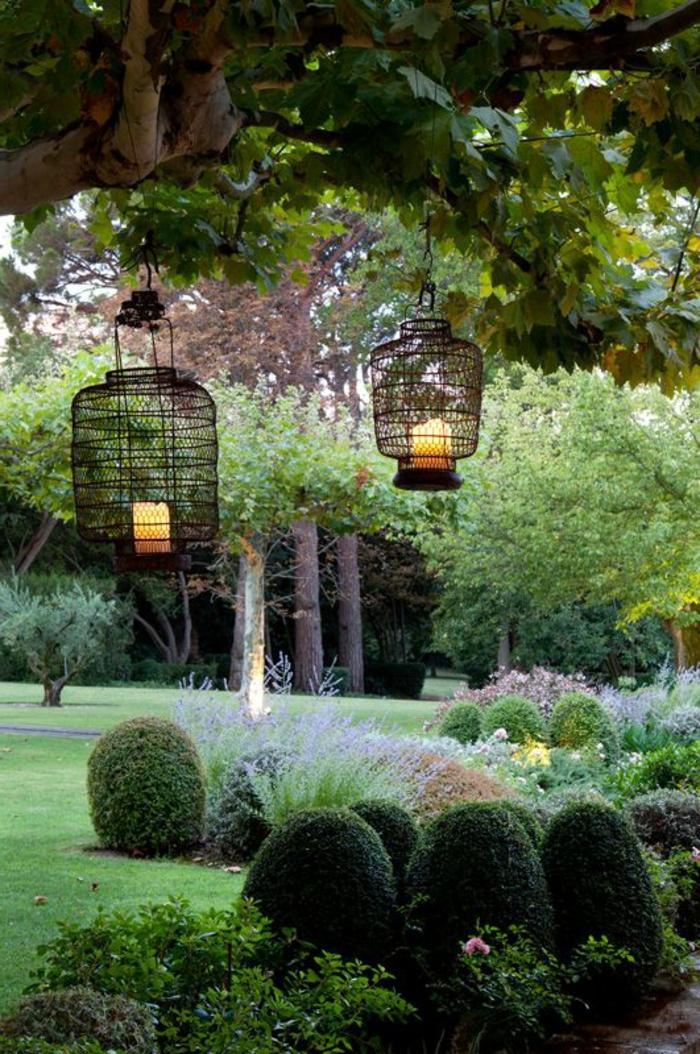 1-luminaires-extérieurs-pelouse-verte-plantes-vertes-arbres-verts-jardin