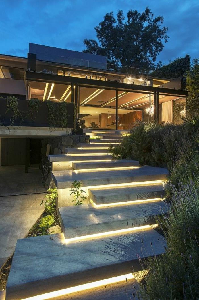 1-luminaires-exterieurs-chemin-de-jardin-plantes-vertes-décoration-extérieur-maison-contemporaine