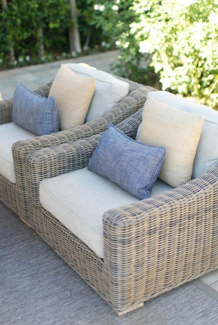 1-meuble-rotin-design-rotin-canapé-d-extérieur-coussins-tapis-gris-meuble-de-jardin