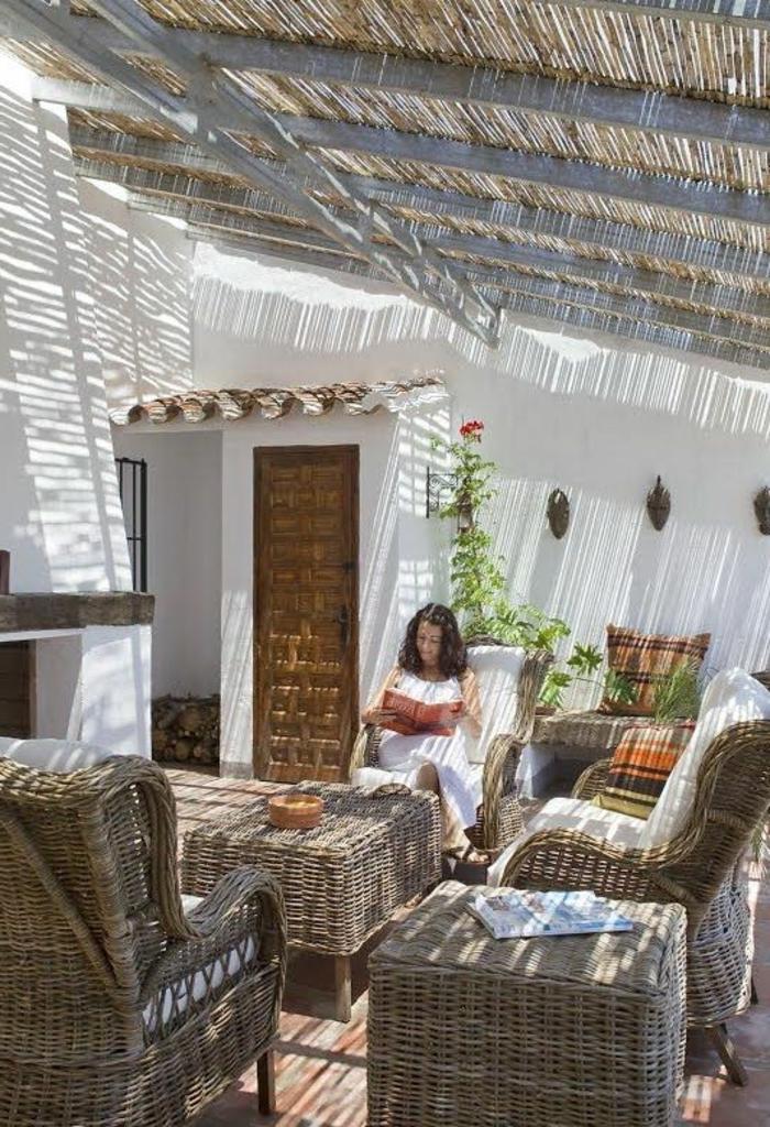 1-meuble-rustique-table-rustique-jardin-aménagement-de-jardin-canapés-en-bois-table