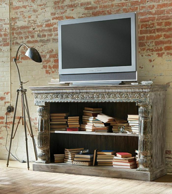 1-meuble-télé-de-style-rétro-mur-de-briques-rouges-lampe-en-fer-gris-sol-en-lin