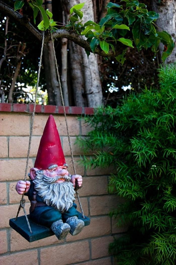 1-nain-de-jardin-statues-de-jardin-idée-chapeau-rouge-berceau-de-jardin