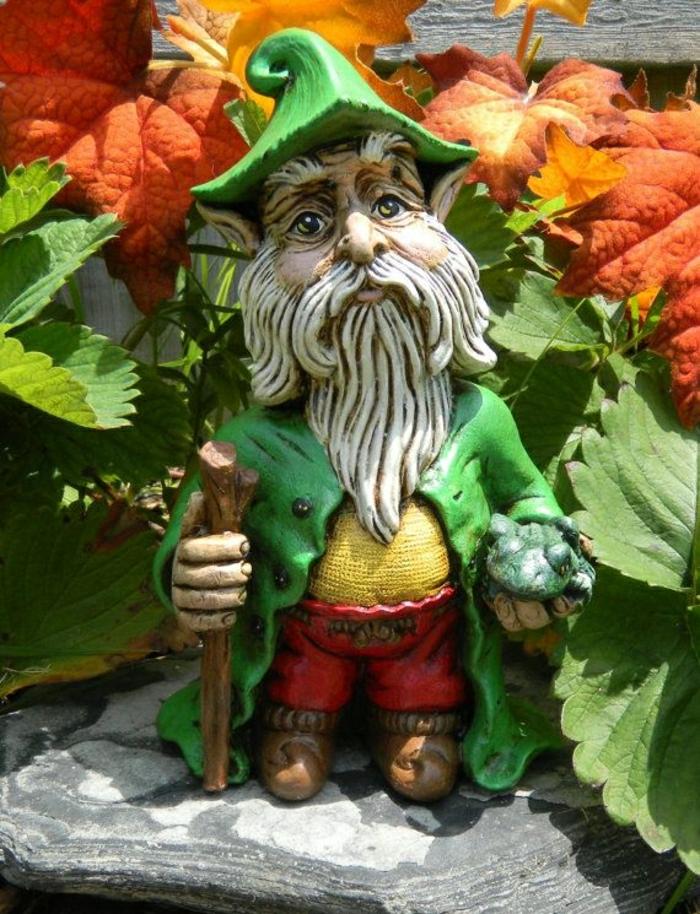 1-nain-de-jardin-statues-de-jardin-idée-chapeau-verte-sculpture-de-jardin