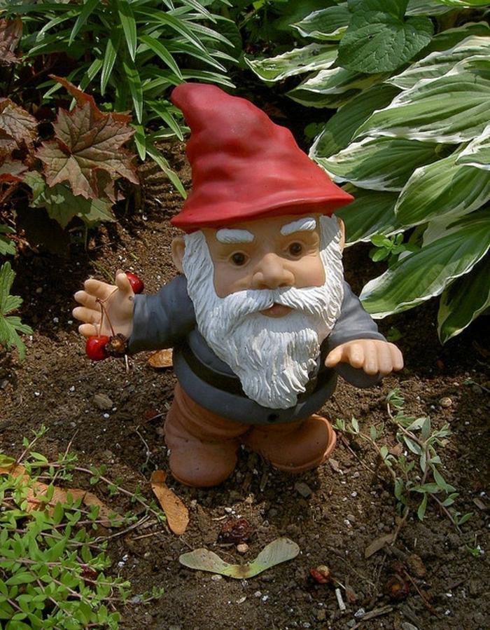 1-nains-de-jardin-colorés-statues-de-jardin-décoration-idée-intéressantes-nains