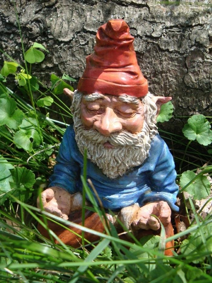 1-nains-de-jardin-statues-de-jardin-idée-pelouse-verte-sculpture-de-jardin