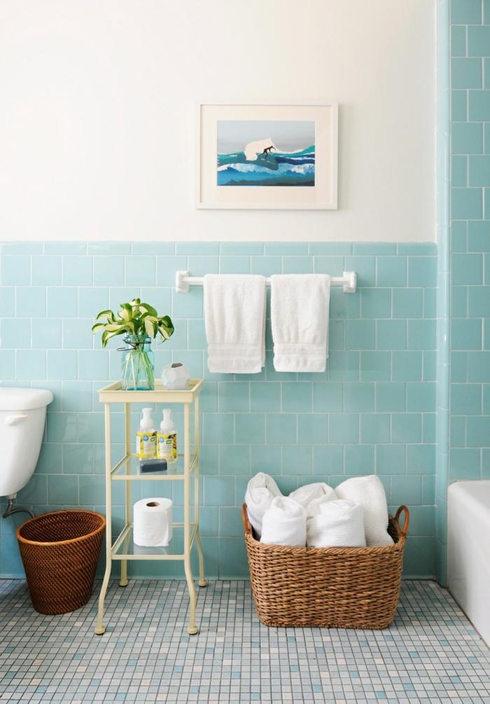 Le th me du jour est la salle de bain r tro for Carrelage salle de bain bleu vert