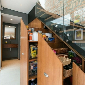 Adopter l' aménagement sous escalier pour créer une maison bien organisée!