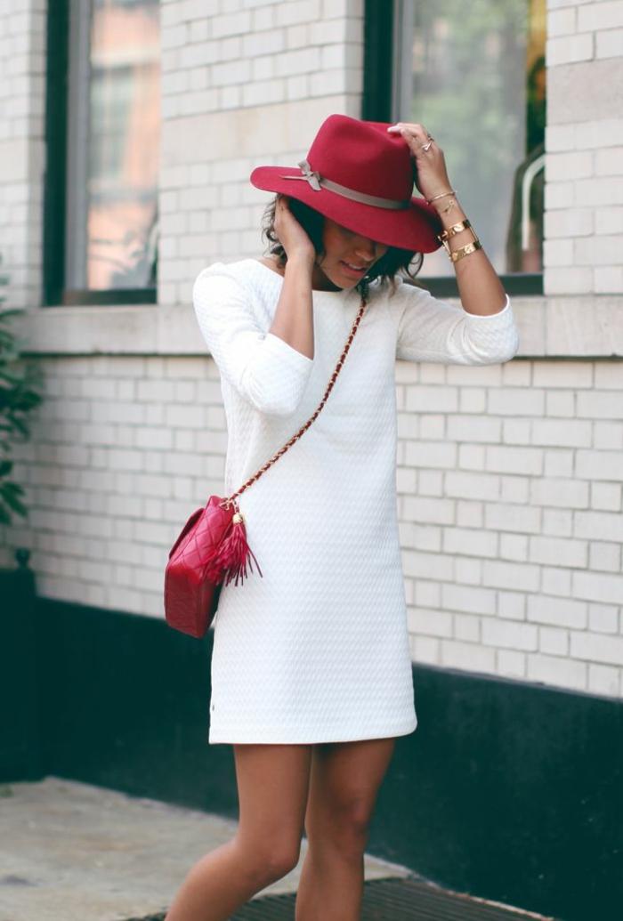 1-robe-d-été-femme-robe-blanche-élégante-chapeau-rouge-sac-bandoulière