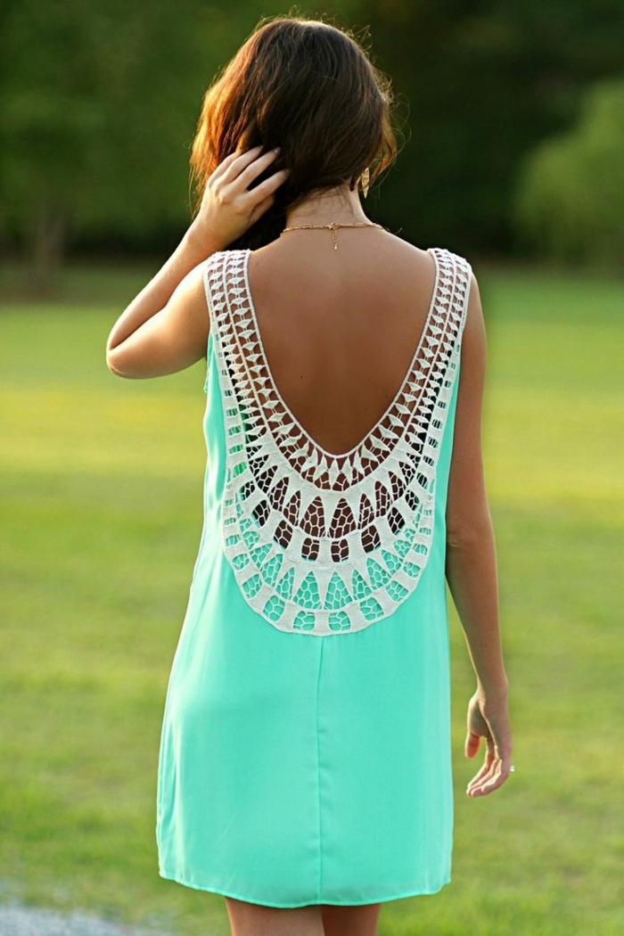 1-robe-dos-nu-bleu-ciel-dos-nu-femme-brunette-tendance-mode-2015