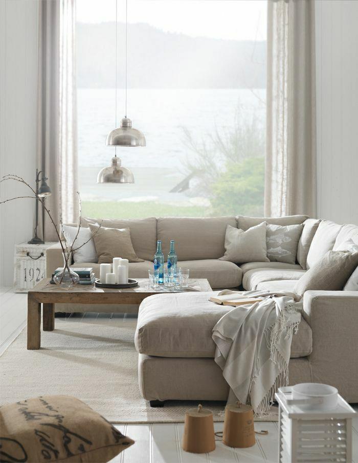 1-salle-de-séjour-de-couleur-taupe-canapé-taupe=salon-moderne-coussins-taupes