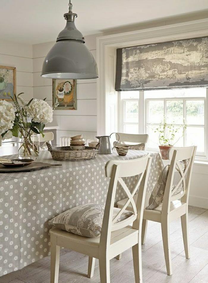 1-salle-de-séjour-taupe-table-taupe-chaise-taupe-lustre-taupe-aménagement-de-couleur-taupe