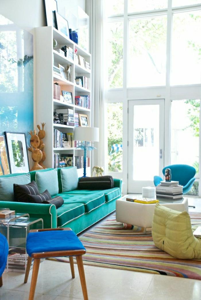 1-salon-aménagement-couleur-turqoise-table-basse-de-salon-chaise-boule-jaune-bleu-ciel